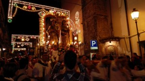 """""""Viva San Cosma e Damiano"""": è iniziata la processione"""