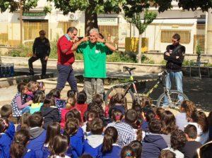 """Girare il mondo in bicicletta: Janus River in visita alla """"Guttuso"""" di Carini"""