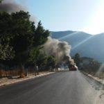 Paura a Villagrazia: Auto prende fuoco mentre cammina, traffico in tilt