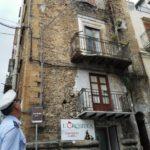 Paura in via San Giuseppe: crolla un balcone della Torre di Vita
