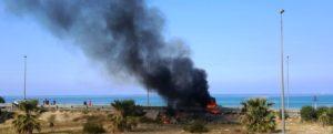 Camion prende fuoco allo svincolo di Carini